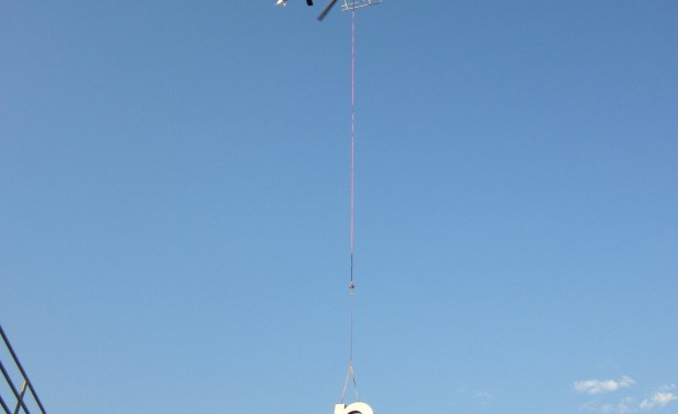 helicopter lift of led remote channel letters